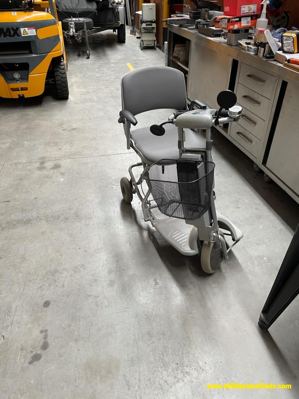 Easy Travel ET1B Mobility Scooter WITH 2 BRAND NEW BATTERIES